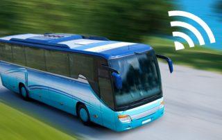 entretenimento a bordo ou internet para ônibus